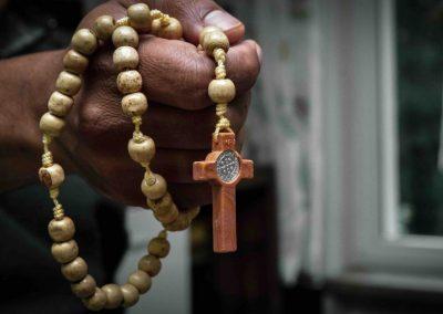 Un Evêque triomphe miraculeusement des jihadistes